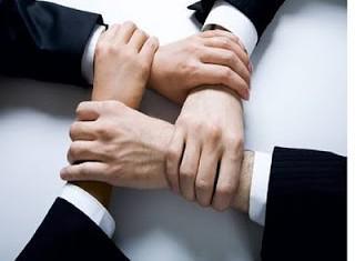 Ο Ηγέτης θα περάσει την νοοτροπία της οικογένειας στα υπόλοιπα στελέχη και αυτοί στους συνεργάτες τους, με τον τρόπο που θα την εκλάβουν από τον πρώτο